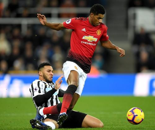 Newcastle chơi nỗ lực trên sân nhà nhưng không thể ngăn được Man Utd đang hừng hực khí thế. Ảnh:AFP.
