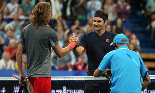 Federer (phải)chứng tỏ được bản lĩnh và tâm lý thi đấu ổn định ở những thời khắc quyết định. Ảnh: Reuters.