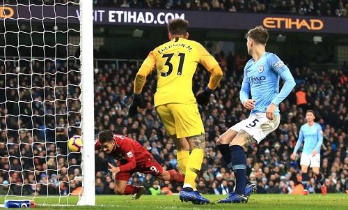 Firmino mờ nhạttrong cả trận nhưng có mặt đúng chỗ để ghi bàn gỡ hòa cho Liverpool. Ảnh: Offside.