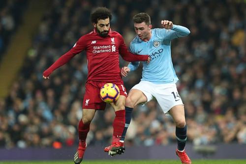Liverpool (áo đỏ) và Man City cống hiến trận cầu kịch tính ở vòng 21 Ngoại hạng Anh. Ảnh: AP.