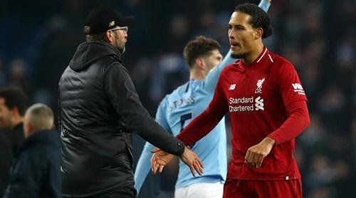 Van Dijk giúp hàng thủ Liverpool chơi rất chắc chắn và hiện là đội để thủng lưới ít nhất tại Ngoại hạng Anh mùa này. Ảnh: Reuters.