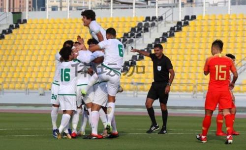 Cầu thủ Iraq chia vui bàn thắng vào lưới Trung Quốc.