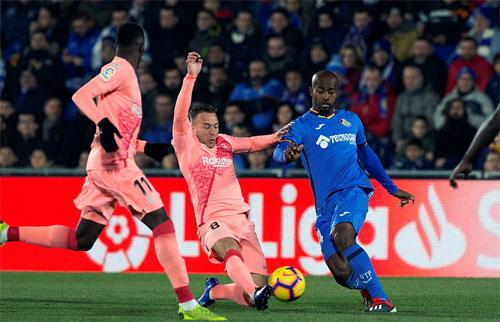 Getafe suýt có một điểm trước Barca.