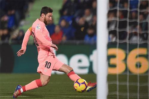 Messi tiếp tục có bàn quan trọng cho Barca. Ảnh: Reuters