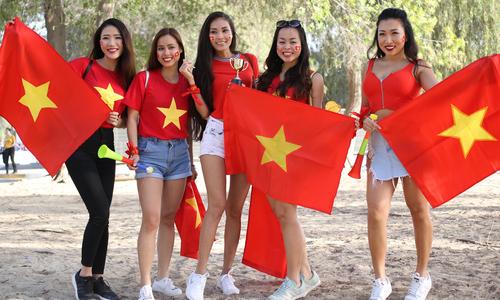 Khoảng 1.000 CĐV đến sân cổ vũ Việt Nam