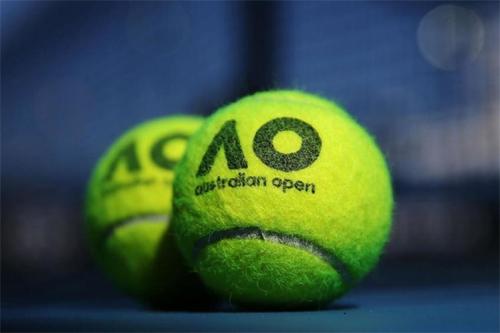 Các tay vợt tại ATP và WTA hầu hết quen với bóng Wilson thay vì Dunlop.