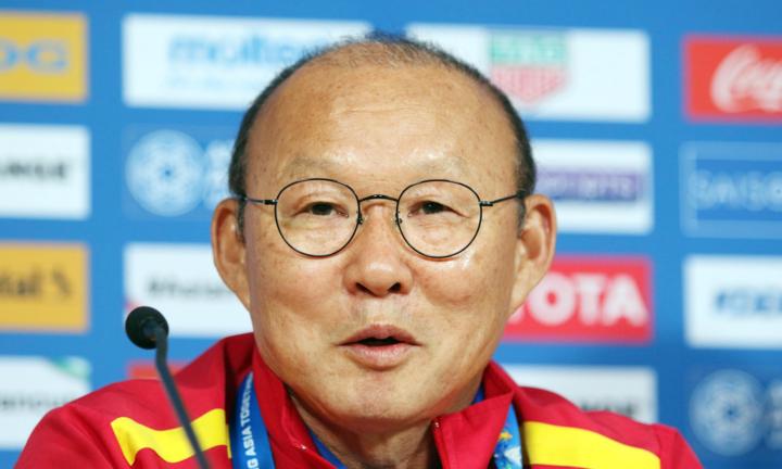 HLV Park Hang-seo thoải mái trả lời báo chí Việt Nam và quốc tế chiều nay 11/1. Ảnh: Anh Khoa.