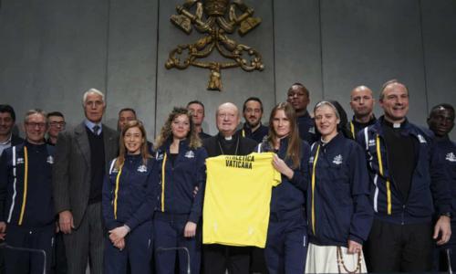 Những thành viên đầu tiên của Vatican gồm các linh mục, xơ, dược sĩ, đội an ninh. Ảnh:AP.