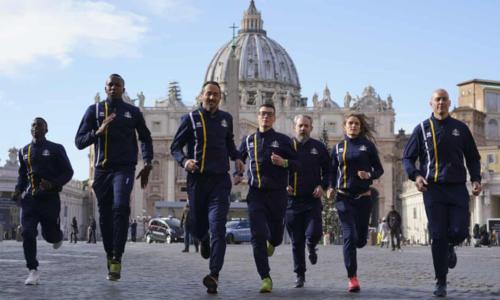 Các vận động viên của Vatican ra mắt. Ảnh:AP.