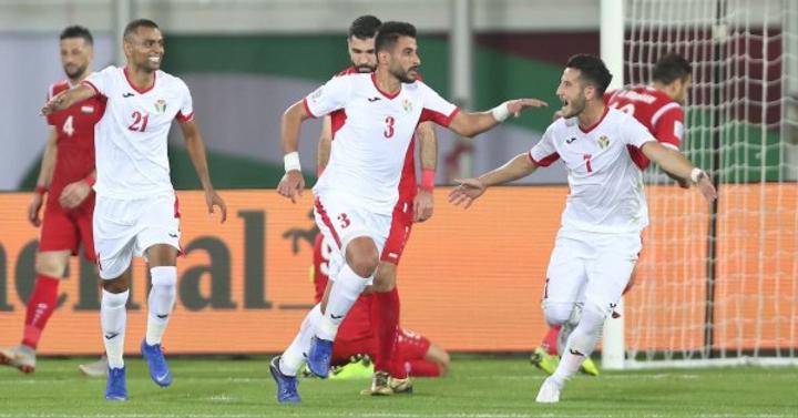 Cầu thủ Jordan chia vui sau bàn thắng thứ hai. Ảnh:AFC.