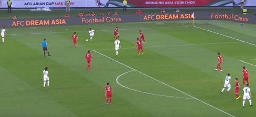 Tình huống Iraq đưa bóng xuống biên rồi tạt vào, để cầu thủ bên trong dứt điểm dẫn đến bàn gỡ hoà 2-2.