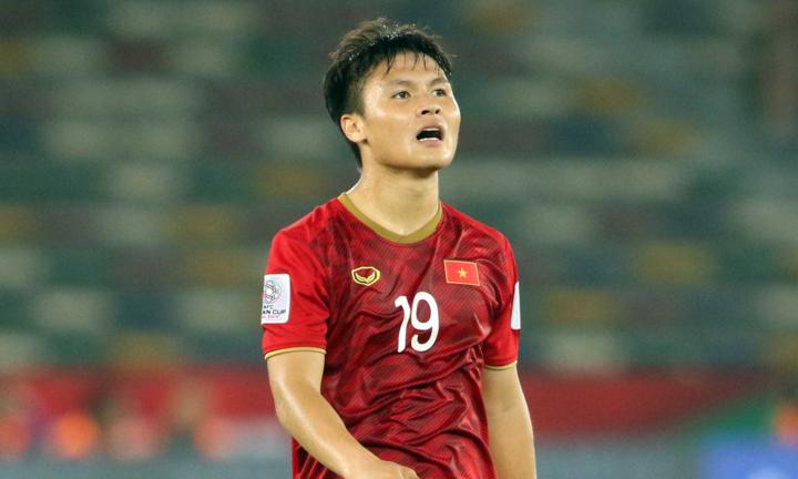Người hâm mộ chờ đợi Quang Hải nổ súng tại Asian Cup. Ảnh: Anh Khoa.