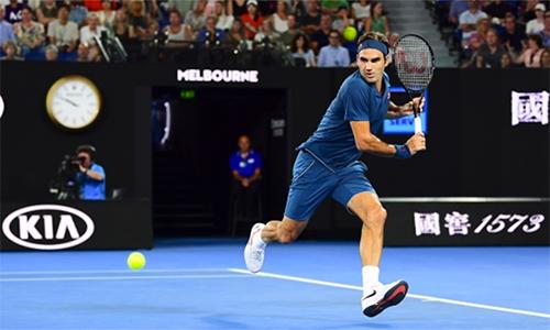Tỷ lệ giao bóng một 56% không phải là con số ấn tượng với Federer, nhưng đủ để loại Istomin sau một giờ 57 phút. Ảnh: Australian Open.