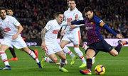 Messi ghi bàn thứ 400 nhanh hơn Ronaldo