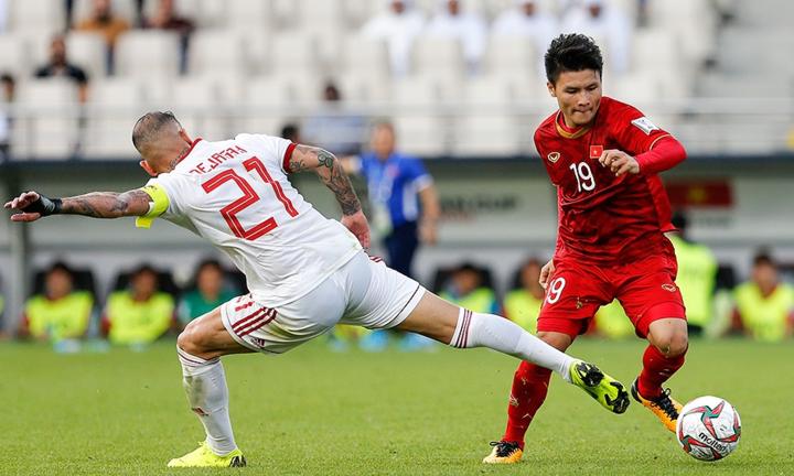 Việt Nam (áo đỏ) chưa lọt được vào nhóm có vé vớt, nhưng còn nhiều cơ hội nếu thắng Yemen ở lượt cuối. Ảnh: Fars News.