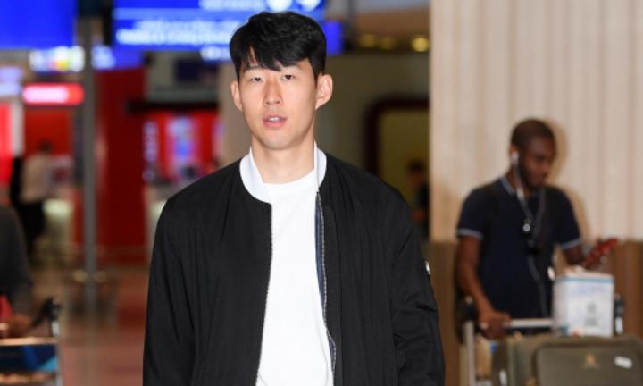 Son Heung-min gạt nỗi buồn thua Man Utd 0-1 để về làm nhiệm vụ đội tuyển. Ảnh: Joongang.