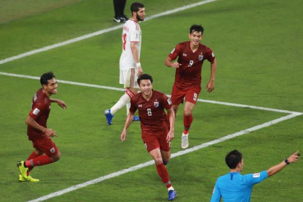 Niềm vui của cầu thủ Thái Lan sau bàn thắng của Thitipan. Ảnh:AFC.