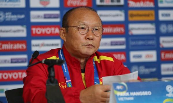 HLV Park Hang-seo tin rằng nếu thắng 3-0, tuyển Việt Nam sẽ chắc suất đi tiếp từ hôm 16/1. Ảnh: Văn Lộc.
