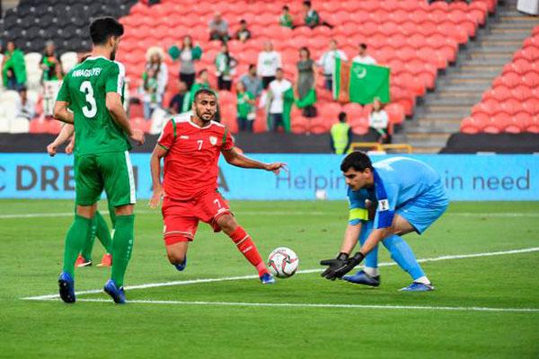 Thủ mônOrazmuhammedow đã chơi một trận xuất sắc trước Oman.