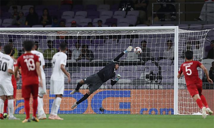 Yemen thua Việt Nam 0-2từ hai tình huống cố định, trong đó bàn mở tỷ số tuyệt đẹp của Quang Hải. Ảnh: AFC.