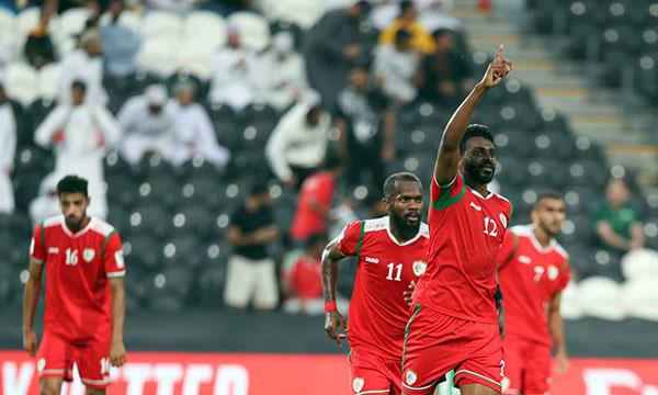 Đội trưởng Mubarak (số 12) mừng cú sút phạt thành bàn đẹp mắt. Ảnh: AFC.