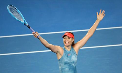Sharapova mắc 46 lỗi tự đánh hỏng so với 21 của Wozniacki, nhưng vẫn thắng trận nhờ 37 điểm winner (Wozniacki chỉ có 10). Ảnh: Australian Open.