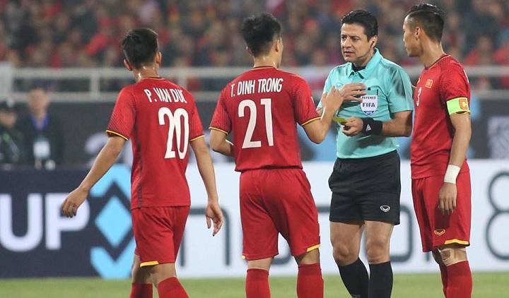 Trọng tài Faghani từng rất nghiêm khắc trong trận chung kết lượt về AFF Cup giữa Việt Nam và Malaysia. Ảnh: Đức Đồng.