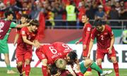 Niềm vui vỡ oà của cầu thủ Việt Nam sau khi loại Jordan