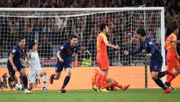 Thái Lan dẫn trước nhờ pha lập công của Supachai trong hiệp một. Ảnh:AFC.