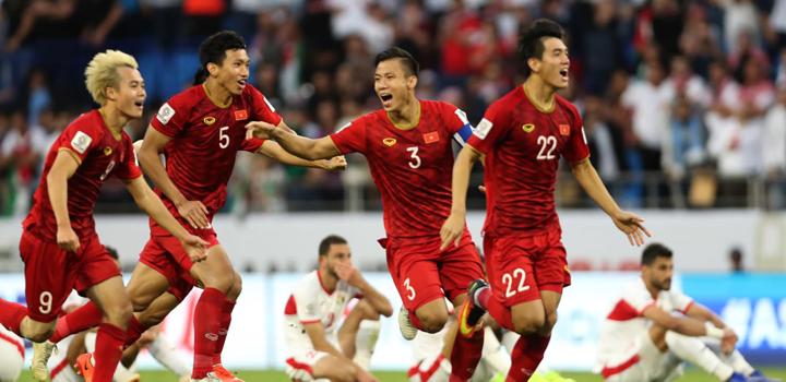 Tuyển Việt Nam ăn mừng chiến thắng trước Jordan tại Doha, tối 20/1. Ảnh: AFC