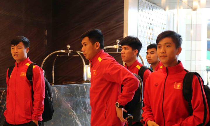 Việc tiến sâu tại Asian Cup buộc các tuyển thủ Việt Nam liên tục đội chỗ ở để thi đấu các trận. Ảnh: Đoàn Huynh.