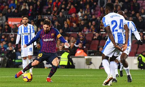 Messi xuất hiện đúng lúc để giúp Barca có ba điểm quan trọng.