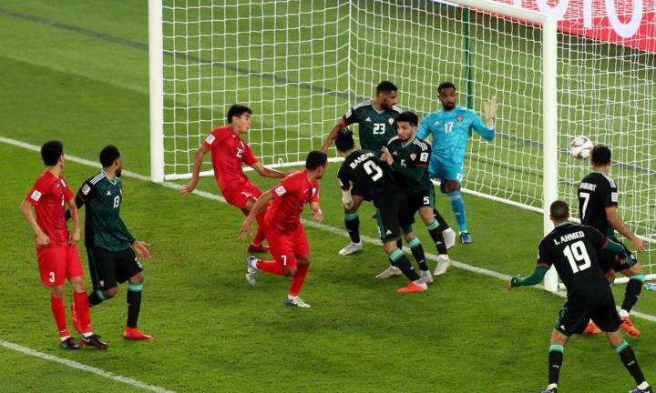 Cú đánh đầu giúp Kyrgyzstan đưa trận đấu vào hiệp phụ. Ảnh: AFC.
