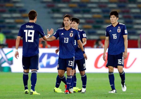 Muto (số 13) mở tỷ số trong trận thắng Uzbekistan 2-1 ở vòng bảng Asian Cup 2019. Ảnh: AFC.