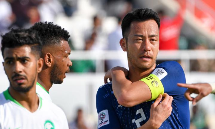 Yoshida (phải) và đồng đội khiến Ả-rập Xê-út bất lực trong việc ghi bàn ở vòng 1/8. Ảnh: gekisaka.