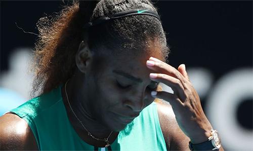 Serena thất thần sau trận thua sốc. Ảnh: Sky.