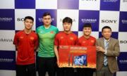 Gia đình các tuyển thủ Việt Nam được tặng tivi và dàn âm thanh Sony