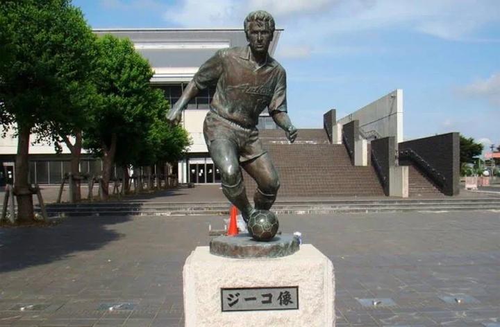 Zico được tạc tượng ở Nhật Bản vì những đóng góp to lớn của ông cho bóng đá ở quốc gia này.