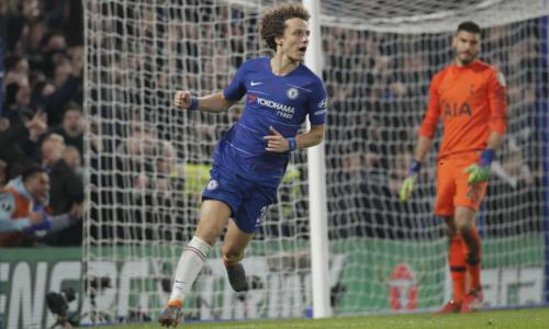 David Luiz thực hiện thành công cú đá luân lưu quyết định cho Chelsea. Ảnh:AP.