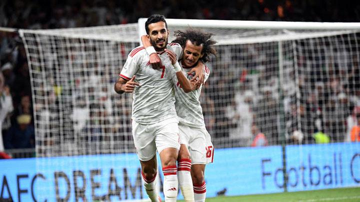 Ali Mabkhout (số 7) ghi bàn duy nhất giúp UAE vào bán kết. Ảnh: AFC.