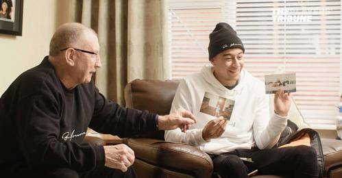 Lingard và ông nội trong cuộc phỏng vấn với trang The Players Tribune.