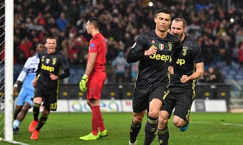 Ronaldo ghi bàn ấn định chiến thắng 2-1cho Juventus. Ảnh: AFP.