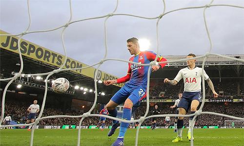Wickham mở tỷ số cho Palace. Ảnh: Sport Mail.