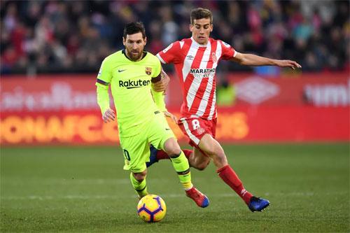 Đội chủ sân Montilivi gây không ít cho Messi và đồng đội.