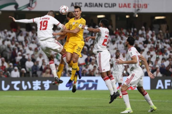Vấn đề chính trị khiến trận đấu giữa UAE (áo trắng) và Qatar hứa hẹn rất căng thẳng. Ảnh:AFC.