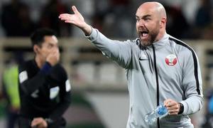 HLV Qatar tự tin dù không có CĐV trong trận đấu UAE