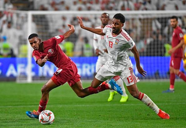 Thi đấu trên sân nhà với áp lực phải rượt đuổi khiến UAE sụp đổ.