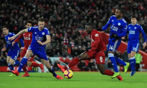 Naby Keita ngã trong vòng 16m50 nhưng trọng tài không thổi phạt đền cho Liverpool. Ảnh:PA.