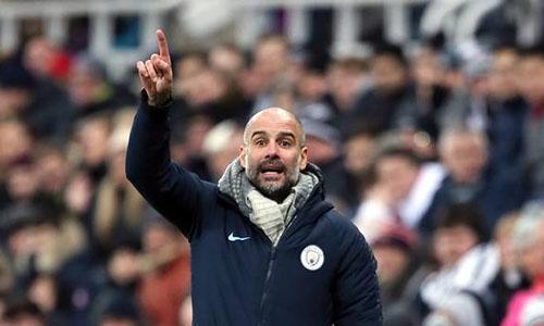 Guardiola khuyên học trò tập trung cho trận gặp Arsenal trước mắt. Ảnh: PA.