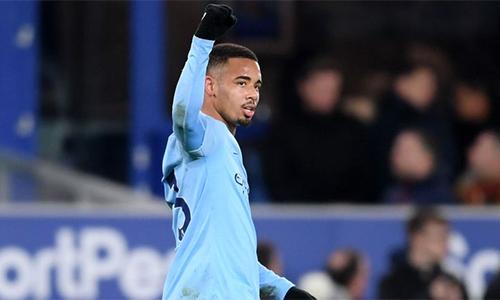 Jesus ấn địnhkết quả 2-0 cho Man City. Lần gần nhất Man City giữ đỉnh bảng Ngoại hạng cũng là sau trận thắng Everton, hôm 15/12 năm ngoái. Ảnh: Sky.